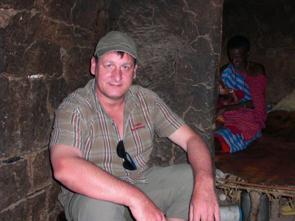Gastfreundschaft bei den Massai. Ich durfte sogar in die Hütte und zusehen wie das Kind gestillt wird.